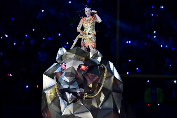 Feb 1, 2015; Glendale, AZ, USA; Recording artist Katy Perry performs during halftime of the game between the Seattle Seahawks and the New England Patriots in Super Bowl XLIX at University of Phoenix Stadium. Mandatory Credit: Joe Camporeale-USA TODAY Sports ORG XMIT: USATSI-185920 ORIG FILE ID: 20150201_sal_aa9_110.JPG